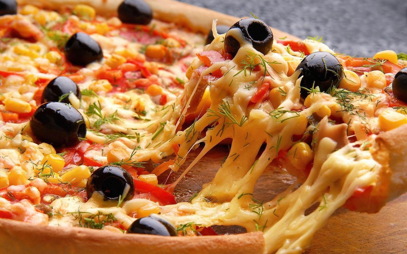 hd-pizza-wallpaper-lekkere-verse-pizza-met-gesmolten-kaas-en-hd-eten-achtergrond-foto