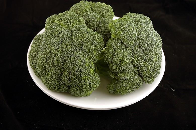 Brócolis: 588 gramas = 200 calorias