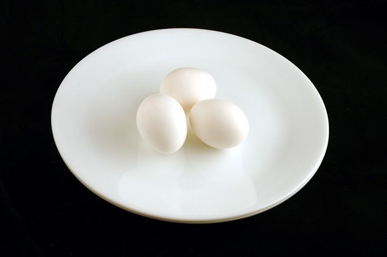 Ovos: 150 gramas = 200 calorias