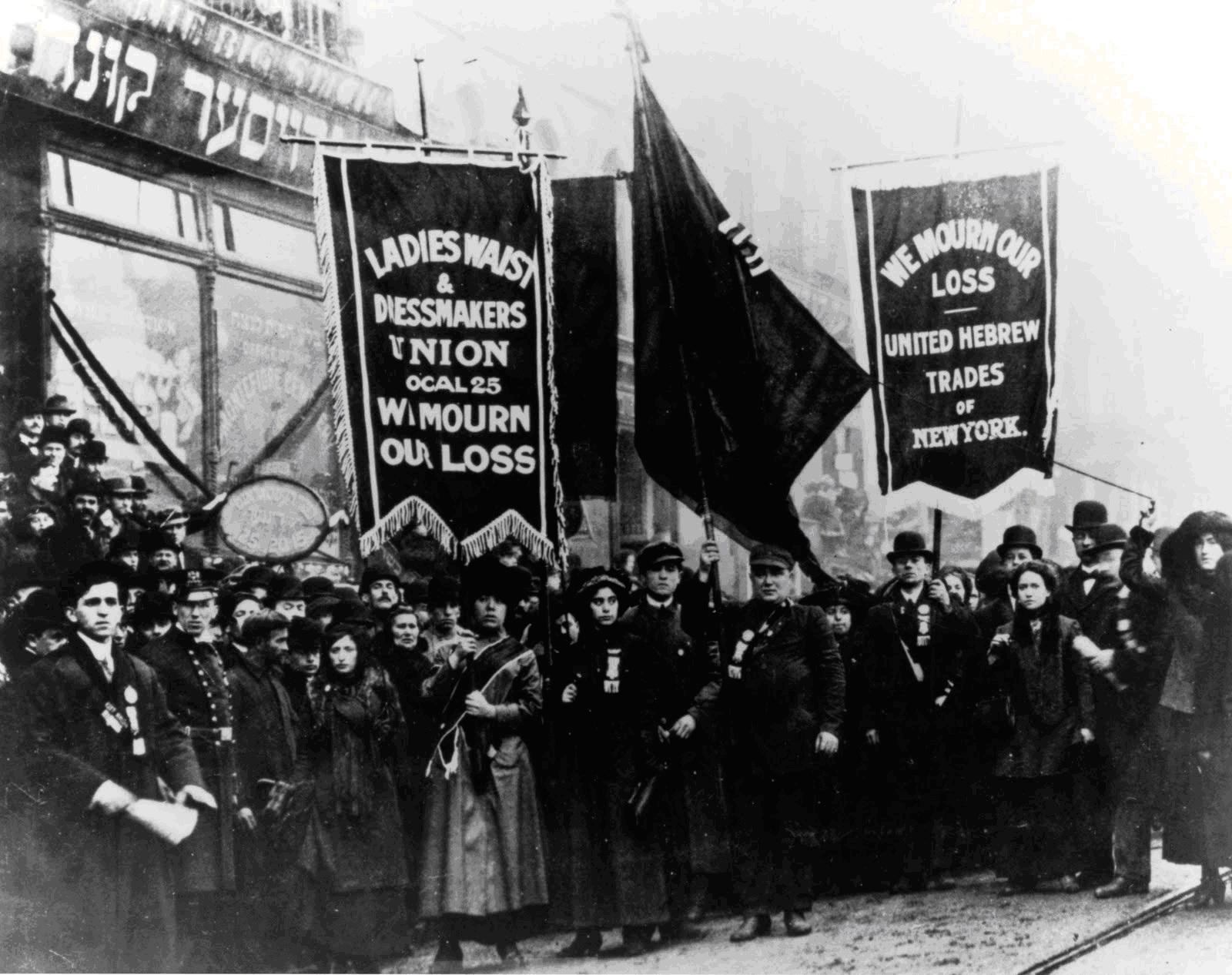 Imagem do protesto pelas vítimas do incêndio, em 1911.